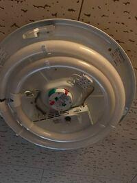 蛍光灯の電気の紐が抜けた?のですがどうすればなおりますか? 開けたらこんな感じです