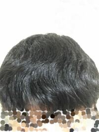 このくせ毛で似合う髪型はありますか?マッシュとか出来ますか?また、くせ毛を抑えたり直したりする方法おを教えてください高校生なので縮毛矯正とかは出来ないですよろしくお願いしますm(*_ _)m