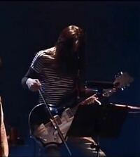 プロギタリスト名越由貴夫さんの使用するこのギターのブランド/モデル名が分かる方はいますか?