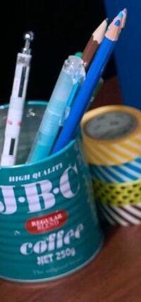 ペン立てになってる缶、どこに売っているものか教えてください! あと、元々ペン立てですか?違うとしたら、なんていう商品でしょうか?