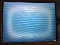 iPadの画面のふちから内側数cmのところに白いモヤのような枠ができています。 今朝iPadをつけたら(スリープモードにしていました)上記のようなモヤのようなものができていました。 どの画面に しても、そのモヤ...