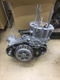 エンジンのメーカー、車種教えてください。 2H600と刻印されています。