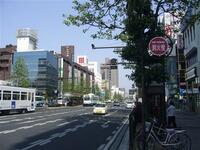 中四国の州都である大都会岡山市と、札幌市とでは どちらが大都会だと思いますか??  岡山桃太郎通り ↓↓↓