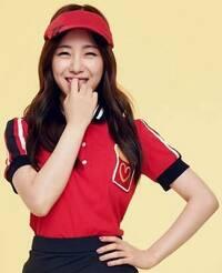 韓国AOA、クォン・ミナちゃんの衣装なのですが、皆さんはどの衣装が一番好きですか!?!? 自分は何と言ってもやはり、ミナちゃんのポロシャツを着ている服装が一番気に入っています。