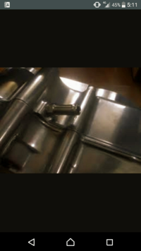 モンキ6Vエンジンのオイル漏れについてです。 ちょっと前からクランクケース上部のホースをつける辺りからオイル漏れが見つかりました。原因などがわからないのでわかるかたがいたら回答よろしくお願いします。 ...