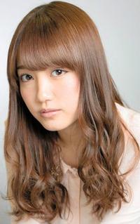 加藤玲奈(AKB48)にはどんなスカートが似合うと思う?   AKB48の加藤玲奈さんは、普段プライベートで街を歩く時などは どんなスカートをはいて歩いてそうなイメージですか?