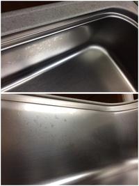 家のステンレスのシンクがムラになってて気になります。  触ってもベタベタしてはいません。 食器用洗剤やクレンザーなどでしっかり掃除して 他のくすみ汚れはかなり綺麗になったのですが この部分はどうも変化していないように思います。  ただ、以前にシンク全体をクエン酸で掃除したことがあるんです。 漬け置きすると変色するという話も聞くのでこの状態がそうなのでしょうか? だいぶ前のこと...