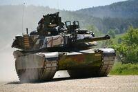 戦車M1 エイブラムスに関する質問です 時々、「エイブラムスは複合装甲を採用していない」という意見を目にしますが、これはどういう意味合いで言われているのでしょうか。砲塔には複数の素材をサンドした装甲板...