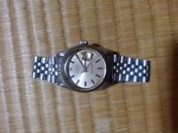 ロレックスの壊れた時計ですが、これって売れますでしょうか? oyster perpetual date justという文字は確認出来るのですが、型番も元値も分からないもので、ご存知の方がいらっしゃられば回答よろしくお願いします。