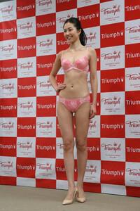 第26代トリンプイメージガールになった越川友貴を、みなさんはどう思いますか?