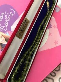 このネックレスの価値が分かる方いますか? 三重県の五十鈴宝飾の商品で、天然石っぽいです。