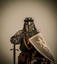 日本刀より西洋剣、和弓より洋弓、 西洋人の作る武器のほうが、頑強で便利で合理的に思えるのは気のせいなのでしょうか?  防具に関しても騎士の鎧兜のほうが見た目からして明らかに立派に見えます
