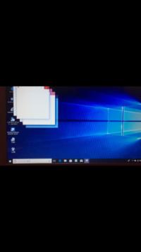 win10のアップデート後で質問です。Windows 10 更新アシスタントでアップデート後に起動直後、写真の小窓が起動のたびに表示されます。すぐに消えはしますが、何となく気になります。 パソコンに詳しい方がいましたら、宜しくお願い致します。