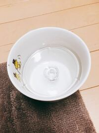 マグカップにガラスの急須のふたがはまって抜けなくなってしまいました。 持ち手が下を向いてしまっているので、どう抜けばいいのかわかりません。 もう取り出しは不可能でしょうか?急須もマグカップも大切にしていたので出来れば外したいのですが…