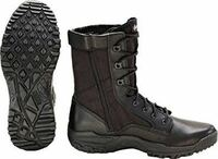 BATES ZERO MASS 8 のブーツが欲しいのですが偽物などは出回ったりしているんでしょうか?あと買うならサイズはいくつがいいですか?(僕が履いてるアディダスのランニングシューズのサイズは26cmです)