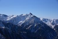 北アルプス燕岳から撮影した槍ヶ岳です。 槍ヶ岳だけを撮りたいとき、この場に立っていたら空の割合、ズームの度合い、どのぐらいがベストでしょうか。手元にはいろんな写真がありますがこれは比較的広角側で撮りました。