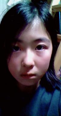 私はブスですか? 女子の友達には カワイイ~!美人だね と言われます。 でも、男子の友達には ブスだわー顔でかっ と言われます。 私はブスですか? ちなみにこの写真、 ・えくぼなし ・涙袋なし ・メ...