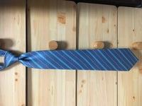 このネクタイは古臭いですか? (年代は不明ですが、イブサンローランというブランドらしいです)