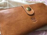 イルビゾンテのこの財布、男性が持っていたらおかしいですか?