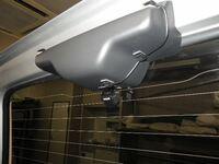スモークフィルムにバックカメラ取付    お世話になります。 車の後退時の安全確保の為に、バックカメラの取付を行います。  車両はジムニー(JB23-4型)です。 カメラの取付位置はバックドアの上部...