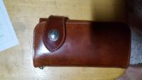 皆さんが使ってる財布はどこのブランドですか?僕の財布はアルズニです。