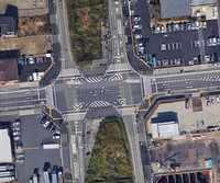 国道4号線は、レイクタウン南交差点(埼玉県越谷市レイクタウン6-22-1付近)近辺では、南北に走る対抗車線が大きく離れています。 こういった場合、4号線の南側から進入して、右折する際、北から南へ走る対抗車...