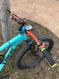 ◆コラムスペーサー・アルマイトオレンジ&トップキャップ・アルマイトスカイブルー ◆コラムスペーサー・アルマイトスカイブルー&トップキャップ・アルマイトオレンジ  どちらの組み合わせがこの自転車に合いますか?