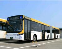 大型けん引2種で運転出来る、トレーラバスは日本に1台だそうですね。 こちらのフルトレーラー型のバスは、大型2種免許で乗れるのは、なぜでしょう。