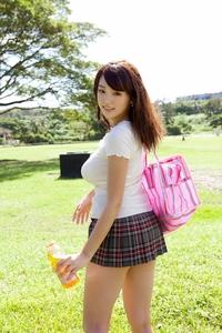 この篠崎愛ちゃんの写真集を教えて欲しいです。