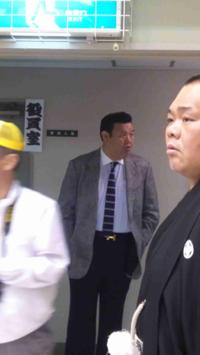 大相撲の不祥事で、世界ニュースになったのは 京都・舞鶴巡業での女性蔑視&人命救助中断指示だけです。  この最大の不祥事の責任は、トイレに隠れていたはずの春日野にあるのでは ありませんか?
