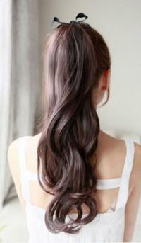 このポニーテール、似た感じでもいいのでやり方わかる方いますか?髪の毛は腰まであります。