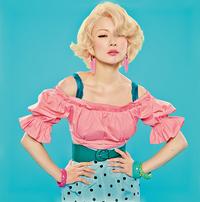 この椎名林檎さんが着ている服のブランドってわかりますか?  また、服の系統はどの系統に属するのでしょうか。  似たような服が置いてあるブランドってありますか?
