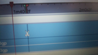 動画編集について質問させてください。赤い線にハサミの線を合わせて編集したいのですが、赤い線に重ねると、ハサミの線が見えなくなって、正確で細かい位置が分からなくなります。 どうさればいいのでしょうか?