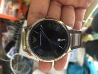 アルマーニの腕時計の真ん中より下らへんの2という数字はなんですか? また変えることはできますか?