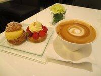 ケーキ食べる時は、飲み物はカフェオレが良いですか? ブラックも良いけどカフェオレも捨てがたいですよね?