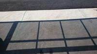 カーポートの素材について   天井の透明樹脂ですが、お隣さんと比べてみると、日陰の濃さが異なります。値段相応の品質の違いが有るのでしょうか?