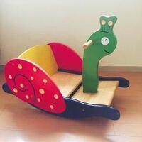 このオモチャの対象年齢は何歳頃からでしょうか? 木製の乗るタイプのオモチャです。