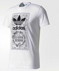 このTシャツはかっこいいと思いますか? これに合う半ズボンも教えてくださると嬉しいです