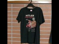 この様なtシャツをメルカリで購入するつもりだと言ったら、家族からかなりの反対をくらいました。 自分はインパクトのあるバンドtシャツみたいな感じで別にこれを着て街中を歩いてもいんじゃないかなと思っているのですがこれっておかしいですか?
