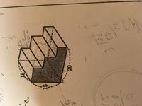 解き方を教えてください 立体の表面積が1438㎠ 網目部分の面積を求めなさい。単位は㎝とする。