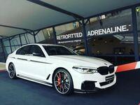 BMW 5シリーズ(g30)のことで疑問に思ったのですが、「デビューパッケージ」と言うのは、結局内容としては何が装備されるのでしょうか??