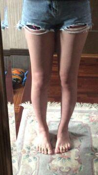 足太いですか? また、身長161cmなのですが足だけ見ると何キロに見えますか?  太ももの付け根辺り、膝の内側の部分を細くしたいのですが主にどのような事をすれ ばよいでしょうか。