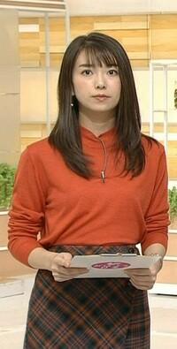 和久田麻由子アナ、朱色のトップスに茶色のスカートはよくお似合いですか。