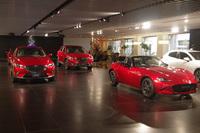 マツダ車はソウルレッドという車体色をやたらと押していますが、この色は広島カープの赤を意識してますか? またマツダの本拠地広島ではソウルレッドの販売比率が他の地域より高いのでしょうか?