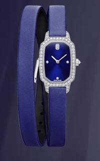 ハリーウィンストンのエメラルドという時計に興味を持って購入したいと思っています。ハリーウィンストンの中では1番値段が安いのですが、どう思われますか?ハリーウィンストンだからというわ けではなく、青い...