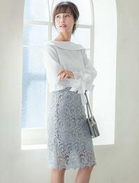 女性の方は、通勤服は膝丈のフレアースカートかタイトスカート、どちらが多いですか?