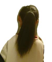 縮毛矯正をかけているのですが、ポニーテールをすると毛先がどうしても広がってしまうのです。しょうがないことですか?何か対処法はないですか?? (画像見にくくてすみません)