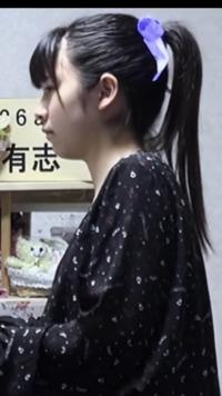 何という髪型ですか?またこれと同じ髪型の女優・アイドルを教えてください。 サラサラストレートで前髪に触覚があって後ろ髪を高い位置で結んでいる。