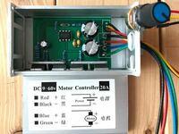 3端子の可変抵抗器をスイッチ付き(5端子?)に変えたいのですが、増えた2つには電源を持ってくるのでしょうか。電子回路素人です。 12V車で使用するために下記のものを用意しました。  ●山洋電気ブラシレスDCブロワ1.8A 4線[+.-.パルスセンサ線.PWM制御線] PWM25kHz これを2個。  ●Amazonで購入したスピードコントローラー DC9〜60V.20A PWM25kHz 可...