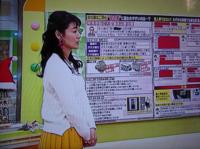 古川枝里子CBSアナ 白いニットに辛子色のプリーツスカート 良くお似合いで素敵でしたか。